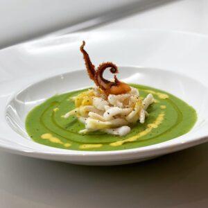 Fettuccine di calamaro con crema di piselli e menta